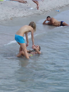 Candid Beach Girls Pics